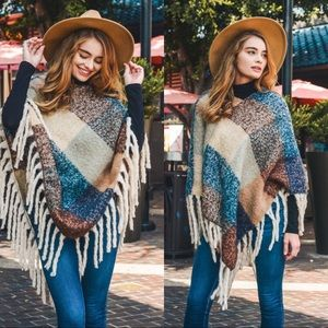 Warm Knit Colorblock Fringed poncho